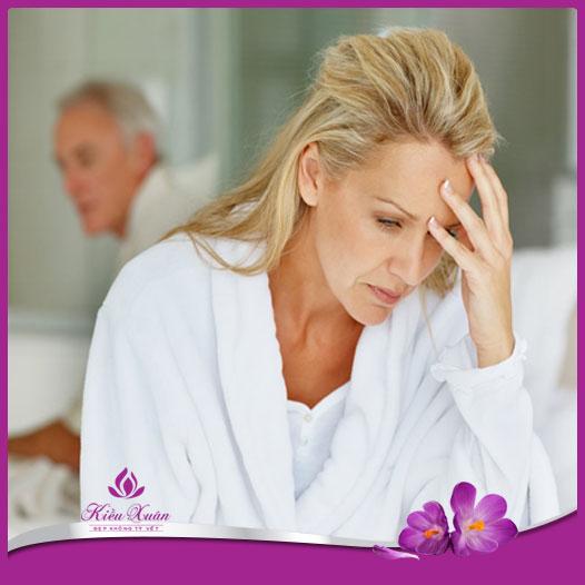 Mãn kinh ở phụ nữ hay gặp ở tuổi 55
