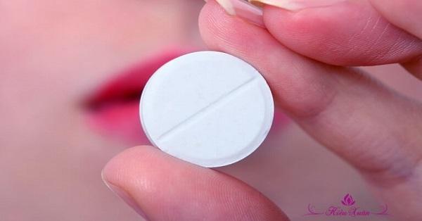 trì hoãn kinh nguyệt bằng thuốc