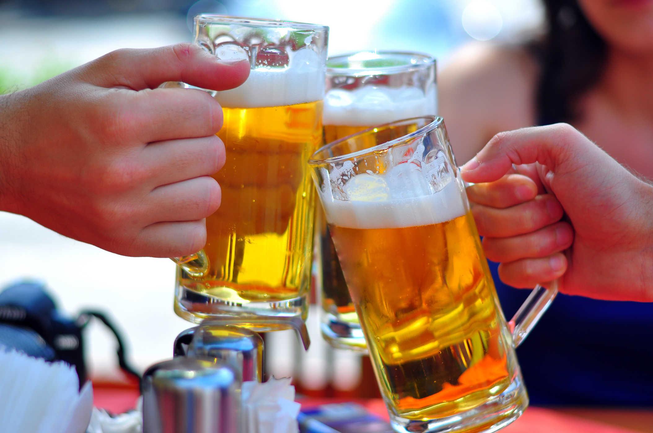 uống bia trong ngày kinh nguyệt tốt hay không
